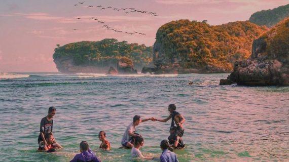 Wisata Outbound Malang Di Pantai Tersembunyi